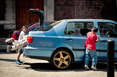 Four Boys OPlay with and in their Father's Car in Mexico City (terbeck) Tags: boy playing car volkswagen mexico mexicocity jetta nio junge mexiko spielen terbeck