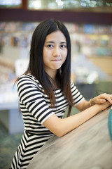 Pursed her lips (azurerain725) Tags: city girl book profile central shenzhen