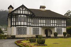 One of the hundreds of english style cottages in Nuwara Elya. (Bertrand Linet) Tags: asia srilanka ceylon ශ්රීලංකාව இலங்கை bertrandlinet śrīlaṃkāva ilaṅkai