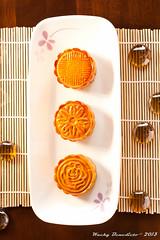 Mooncake (-=Wacky B=-) Tags: moon cake festival tea chinese teapot teacup lunar mooncake midautumn strobe baked midautumnfestival puer mooncakefestival redbeanpaste lotuspaste canonef50mm14 bamboomat canoneos40d canon580exii marduk360
