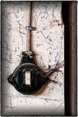 "old switch • <a style=""font-size:0.8em;"" href=""http://www.flickr.com/photos/58574596@N06/10295477005/"" target=""_blank"">View on Flickr</a>"