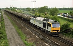 60024 hauls a rake of bogie tankers from Kingsbury when seen at Stenson Junction on 11-5-95. Copyright Ian Cuthbertson (I C railway photo's) Tags: tug fp tanks class60 60024 stensonjunction
