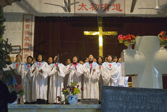 Vrouwenkoor Ji Li (Frans Schellekens) Tags: china church choir countryside women cross religion churches service mis kerk vrouw gebouw anhui kruis koor platteland believers religie kerken kerkdienst gelovigen