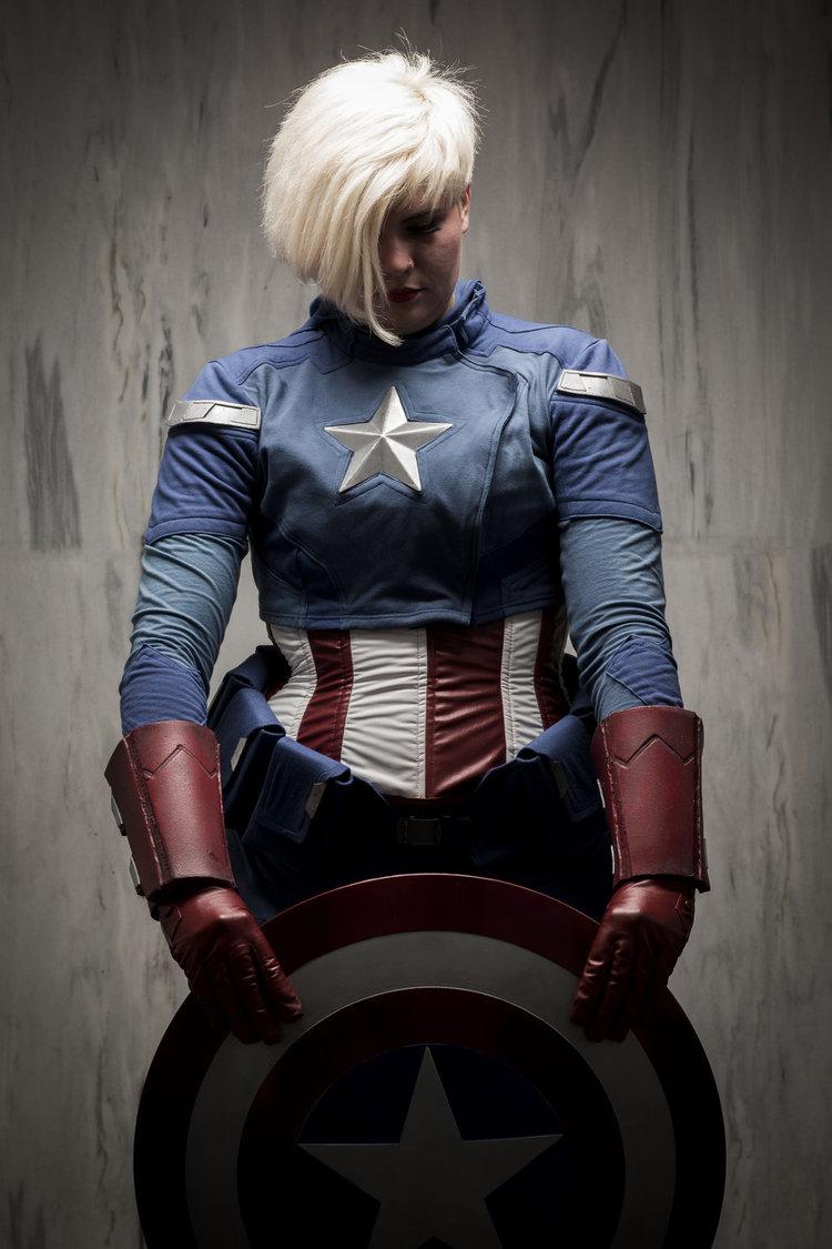 01-captain_america_genderswap_cosplay_by_imatangelo-d6o4goe.jpg