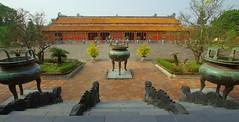 Creeping snakes (Hue, Vietnam) (armxesde) Tags: pentax citadel vietnam hue k5 imperialcity