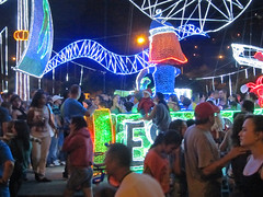Crowds and lights (beeffaucet) Tags: christmas lights colombia medellin