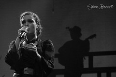 Simona Sciacca (Guarda Nuvole) Tags: portrait music live sony musica biancoenero almonte supersantos sonyalpha mannarino sony700 musicabellissima alessandromannarino bardellarabbia sonya77 sonya580 simonasciacca mannarinolive stefaniabesca mannarinoconcerto