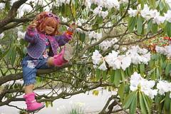 Sanrike ... (Kindergartenkinder) Tags: park essen dolls sony feld wiese blumen landschaft garten annette personen magnolie gruga himstedt kindergartenkinder sanrike