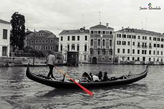 Venecia romntica (J. Moraleda) Tags: venice italy water cutout boat agua italia barco oar gondola venecia venezia remo gndola bote airelibre gondoliere grancanal desaturacinselectiva