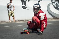 Red Skater (Juan Ig. Llana) Tags: muro mono rojo grafiti downhill skate deporte skater zb velocidad bizkaia casco pintura cuesta cuero erandio descenso monopatn xtremegames altzaga