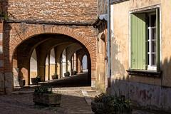 Les arcades (Lucille-bs) Tags: europe france midipyrnes tarnetgaronne auvillar lumire village arcades fentre volet brique pav
