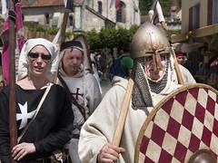 Mittelalterfest in Saint-Ursanne (bolliger51) Tags: kreuz schild tradition fest helm christus landsknecht geschichte mittelalter brauchtum mittelalterfest verkleidung kreuzigung mdivales stursanne saintursanne maskierung christuskreuz