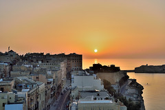 Sunrise over Valetta (Sizun Eye) Tags: street city sea mer sunrise golden amazing nikon europa europe mediterranean cityscape horizon malta d750 tamron rue malte southerneurope valetta lavalette 2470mm mediterranne dore leverdusoleil sizun europedusud tamron2470mmf28 nikond750 sizuneye