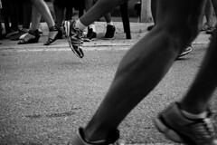 Carreras opuestas (Markus' Sperling) Tags: shoes zapatos zapatillas tacn carrera deporte sport atletismo prenda vestir