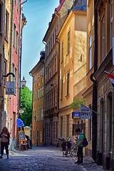 Sunlit beauty (KWaterhouse) Tags: stockholm gamlastan oldtown street sunlit sweden summer nikond5300