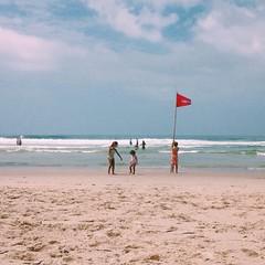 (Carlos Donaduzzi) Tags: iphone vsco beach praia summer verão brazil brasil color cor calor sol quente mar ocean oceano sea água water person people child nature folk wild