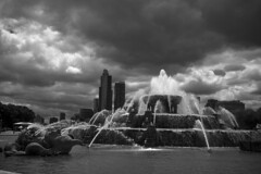 Dark sky over Chicago (CTfoto2013) Tags: park city light sky bw horse usa sun chicago storm building blancoynegro water gardens skyline architecture clouds america buildings dark landscape cheval lumix soleil waterfall illinois eau downtown mood cityscape noiretblanc outdoor statues atmosphere nb bn panasonic ciel sombre lumiere micro grantpark nuages fontaine parc stormysky buckinghamfountain jardins orage publicgardens 43 ambiance immeubles jardinpublic paysageurbain orageux jetsdeau cieldorage gx7 buckinghamfontaine