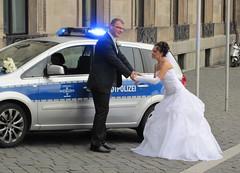 Hochzeit in Wiesbaden. (Dieter14 u.Anjalie157) Tags: plizei brautpaar gefesselt wasser schiffchen herzensangelegenheit festtagedasganzejahrber