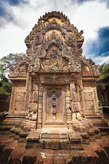 Banteay Srei. (Franz - Jimenez) Tags: cambodia asia southeast camboya angkor wat angkorwat temple sacred stone jungle lost loneliness backpacking backpack backpacker travel traveller globetrotter canon eos600d