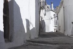 Entre el cielo y el suelo. (elojeador) Tags: ventana casa calle puerta farol cemento fachada balcn chimenea capileira candado lasalpujarras elojeador contendenciaaquedarmecalvo