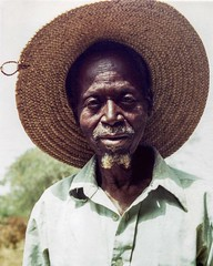 Le vieux Peul (yrotori2) Tags: africa portrait man face 35mm samba african uomo chapeau afrika benin vieux cappello visage afrique volto anziano bnin natitingou peul atakora