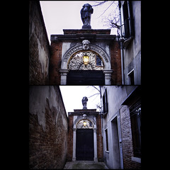 Sinister alley = head lost (Giorgio Verdiani) Tags: door camera sunset italy statue architecture headless digital march town twilight alley diptych university downtown italia tramonto arch head digitale università centro statues center ligt porta vicolo venezia statua arco ricoh marzo caplio architettura luce compact crepuscolo storico venica veneto testa 10mp senzatesta 2013 dittico compatta gx100