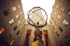 Atlas (* AnitarrR *) Tags: new york ny newyork statue canon angle low center atlas rockefeller nueva esttua contrapicado 550d anitarrr