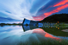 LangYang Museum (samyaoo) Tags: longexposure sunset lake reflection grass museum taiwan   yilan           langyang
