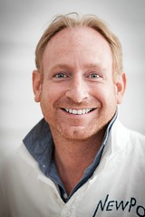 Andreas Maresch, motivation coach (TheOtherPerspective78) Tags: light portrait man smile face canon coach gesicht natural head expression availablelight human motivation therapy trainer mental lcheln mensch kopf counselor problemsolving therapist natrlich ausdruck therapie ef8518 therapeut marriagecounseling kopfportrait paartherapie eheberatung eos5dii theotherperspective78