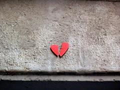 Cor trencat (algefear) Tags: barcelona street urban espaa art spain grafitti arte stickers catalonia urbano catalunya espagne barcellona catalua spanien barcelone spagna spanje catalogna callejero espainia espanya  katalonien catalogne catalunha  bartzelona barselona cataloni katalunia urb catalonha       katalonya