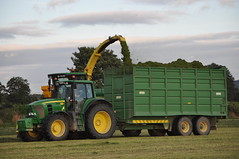 John Deere 7530 Tractor with a Smyth Silage Trailer being filled by a John Deere 7550 Forage Harvester (Shane Casey CK25) Tags: county ireland winter irish tractor green field grass by work john hp power with farm being cork farming working harvest machinery filled land feed farmer preserved trailer agriculture silage pulling deere harvester forage fodder smyth agri 7530 7550 castletownroche