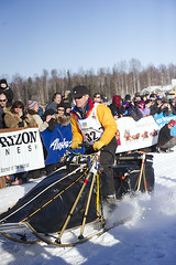 Musher Linwood Fiedler from Willow, AK at the start of the 2014 Iditarod and is off to Nome. (Bower Media) Tags: alaska anchorage willow nome sleddog fiedler iditarod iditarodsleddograce linwoodfiedler larrydonoso 1049miles larryadonoso photolarryadonoso