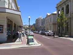 "Rue du centre de Freemantle (Perth) <a style=""margin-left:10px; font-size:0.8em;"" href=""http://www.flickr.com/photos/83080376@N03/16177662437/"" target=""_blank"">@flickr</a>"