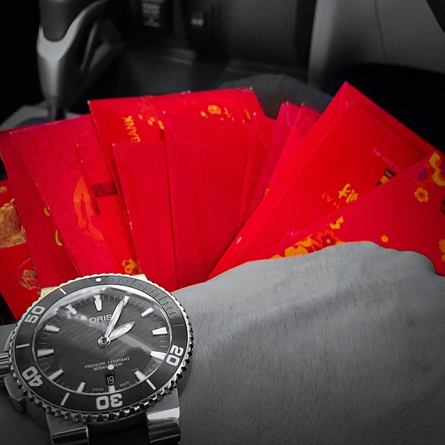 Happy Chinese New Year 2015 Year of the Goat to all my friends and their families !! The perks is still there 😏🃏📕💰⌚️⏰🎉🎊🎈#cny #cny2015 #angpao #oris #oriswatches #swiss #aq