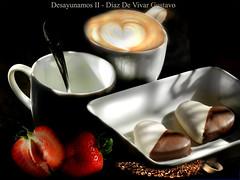 Desayunamos II - Diaz De Vivar Gustavo (Diaz De Vivar Gustavo) Tags: en luces al cafe y yo el dia 17 mayo tu desayuno siempre sombras frutilla despertar 2016 aromas cremoso pocillo junsot rtaza