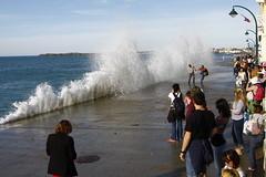 surpris (jchaffaux) Tags: mer bretagne vague saintmalo mare
