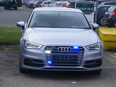 4172 - Surrey - **15 *** RPU Car - 221 (Call the Cops 999) Tags: road uk england britain united great police kingdom surrey vehicles 101 gb vehicle service emergency 112 services unit 999 rpu constabulary policing