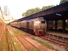 thai_n_trains_2006_096 (Barang Shkoot) Tags: singapore loco ktm locomotive singapura