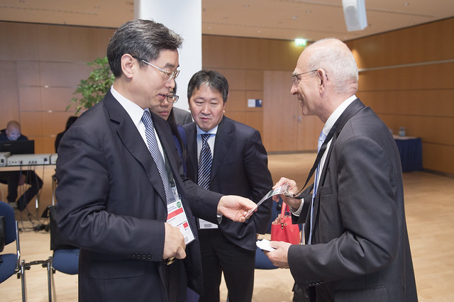Patrick Oliva greets Dai Dongchang