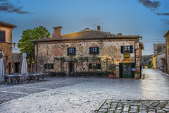 Piazza Roma, Monteriggioni, Tuscany (Ray in Manila) Tags: italy castle town europe medieval tuscany chianti historical middle monteriggioni fortress ages hilltop walledtown eos650 piazzaroma danteallgheiri