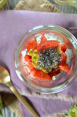 verrine ricotta fraise graines chia (zesttangerine) Tags: dessert chia passion ricotta fraise fruitdelapassion vgtarien verrine grainesdechia
