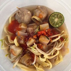 Duh, siang-siang gini di krimin mie kocok bandung seger sepertinya . Dimana yah ini?. . . #repost Photo by : . . #kuliner #miekocok #serang #culinary #food #kotaserang #Banten #indonesia #noodles #instafood #cemilan (kotaserang) Tags: food by indonesia photo ini di  noodles bandung culinary mie duh repost seger yah gini serang instafood miekocok dimana banten siangsiang kuliner kocok cemilan kotaserang instagram ifttt krimin sepertinya