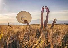 Feliz verano- Happy summer (Pepa Morente ( 1.300.000 de VISITAS )) Tags: atardecer verano pamela joven piernas juventud happysummer felizverano