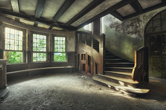 (Decentra) Tags: light urban house abandoned stairs lost place decay indoor treppe villa mansion exploration derelict verlassen urbex