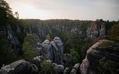 Sächsische Schweiz I (judithrouge) Tags: mountains evening sonnenuntergang dusk berge felsen sächsischeschweiz elbsandsteingebirge abends abendlicht saxonswitzerland elbesandstonemountains