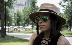 Boston (sebastians0305) Tags: sol girl fashion boston arcoiris massachusetts colores verano estilo gafas sombrero estados eeuu unidos