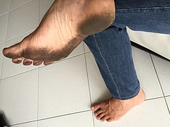 (danragh) Tags: dirty toes barefoot menfeet