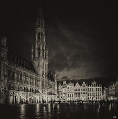 Grand Place (*altglas*) Tags: brussels monochrome sepia night grandplace hoteldeville nacht bruxelles rathaus brssel