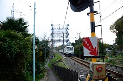 Seibu Tamagawa Line 101 Series Train and Railroad Crossing at the Top of Mamushi-zaka (ykanazawa1999) Tags: japan train tokyo slope fuchu koyanagicho 101series