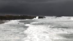 Futuro de la CEE (En Junio-2016 nada halageo) (Santos M. R.) Tags: sea sky white blanco portugal mar europa negro cielo nubes tormenta cascais blak